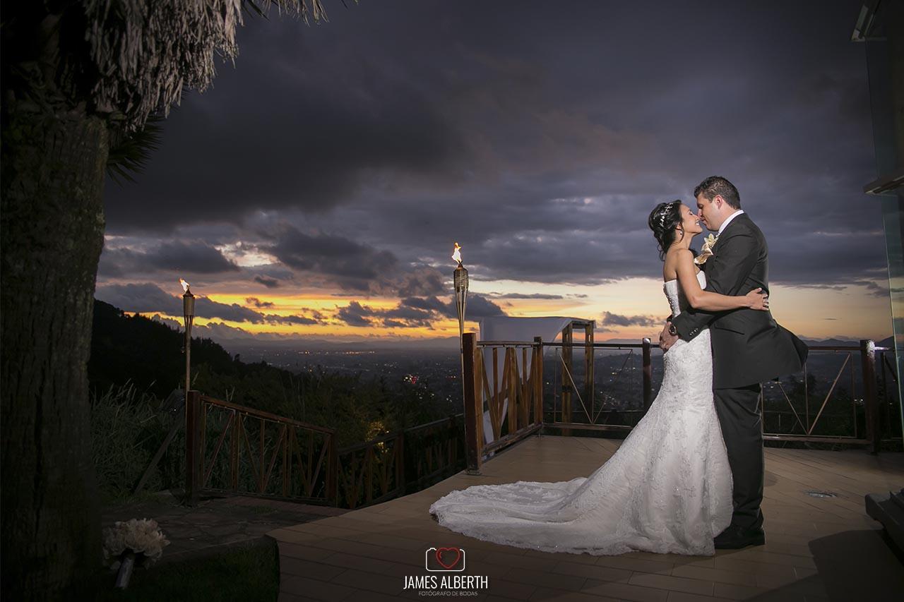 fotografo-de-bodas-james-alberth-fotografias-de-bodas-en-la-calera-bahia-centro-de-convenciones-