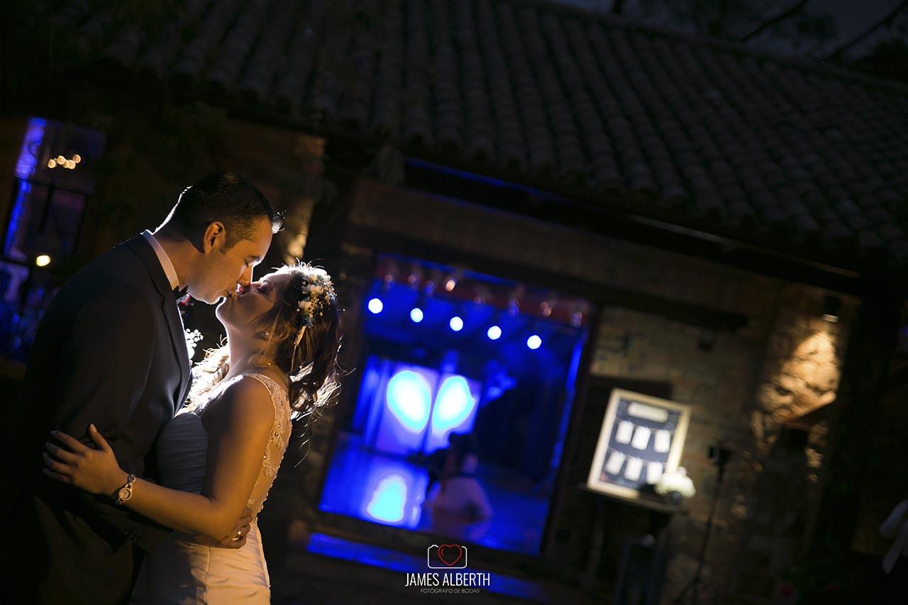 fotografo-de-bodas-james-alberth-fotografias-de-bodas-potretiro-casa-de-campo-potrerito-bodas-suba-fotografias-de-noche-james-alberth